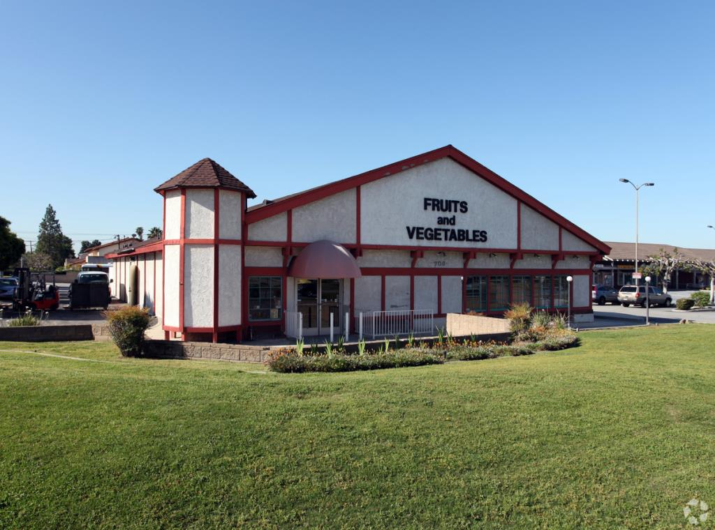 Image of available lease property at 706 W. Route 66